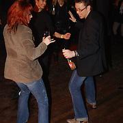 Uitreiking populariteitsprijs 2004, Jamai Loman met vriend Boris Scheurs dansend