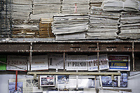 Premi ricevuti negli anni precedenti per la creazione dei carri allegorici.<br /> Il carnevale di Gallipoli è tra i più noti della Puglia. La sua tradizione è antichissima ed è documentata, oltre che in atti e documenti settecenteschi, anche da radici folcloristiche che affondano le origini in epoca medioevale, tramandate fino ad oggi dallo spirito popolare. La prima edizione (per come la conosciamo) risale al 1941; nel 2014 sarà l'edizione numero 73.<br /> La manifestazione carnascialesca è organizzata dall' Associazione Fabbrica del Carnevale, nata nel febbraio 2013 con la finalità diorganizzare, promuovere e riportare in auge il Carnevale della Cittàdi Gallipoli. L'Associazione raccoglie al suo interno i maestri cartapestai Gallipolini e tanti giovani artisti, che vogliono valorizzare il Carnevale della città bella. Presidente dell'Associazione è Stefano Coppola.<br /> La manifestazione ha inizio il 17 gennaio, giorno di sant'Antonio Abate (te lu focu = del fuoco), con la Grande Festa del Fuoco, quando si accende con la tradizionale focara, un grande falò di rami d'ulivo. L'ultima domenica di carnevale e il martedì grasso lungo corso Roma, nel centro cittadino, si svolge la sfilata dei carri allegorici in cartapesta e dei gruppi mascherati corso Roma davanti a migliaia di spettatori provenienti da tutta la provincia di Lecce e da città pugliesi. Il tema dell'edizione di quest'anno è un omaggio a Walter Elias Disney.<br /> <br /> Awards received in previous years for the creation of the floats.<br /> The Carnival of Gallipoli is among the best known of Puglia. Its tradition is very old and is documented , as well as records and documents in the eighteenth century , as well as folkloric roots that sink their roots in medieval times , handed down today by the popular spirit . The first edition dates back to 1941 and in 2014 will be the edition number 73 .<br /> The carnival is organized by the Association of Carnival Factory , founded in February 2013 with the objec