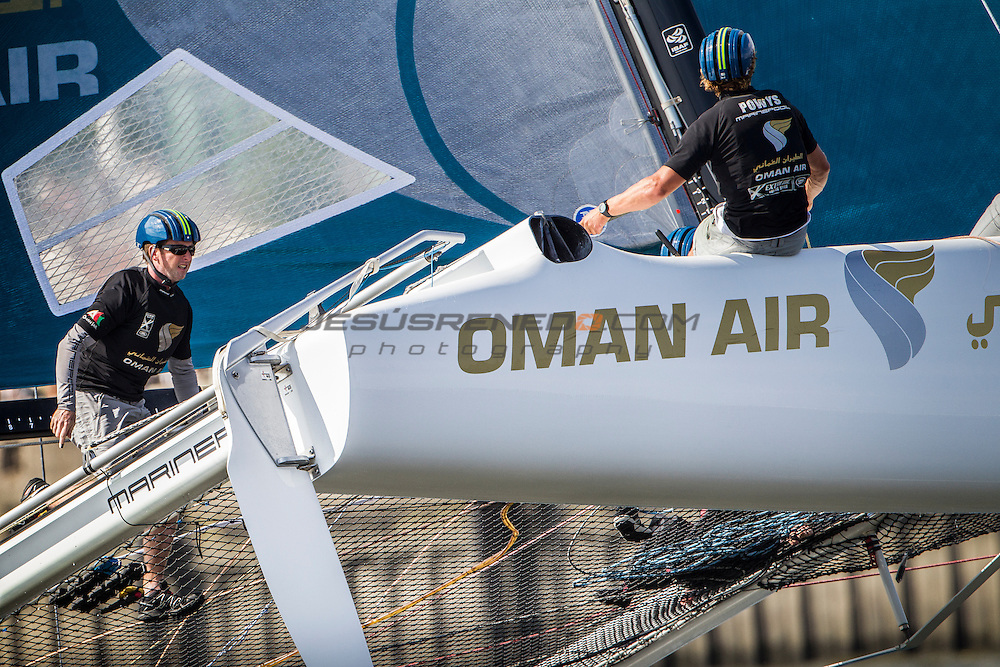 2015 Extreme Sailing Series - Act 5 - Hamburg.<br /> Oman Air skippered by Stevie Morrison (GBR) and crewed by Nic Asher (GBR), Ed Powys (GBR), Ted Hackney (AUS) and Ali Al Balushi (OMA)<br /> Credit Jesus Renedo.