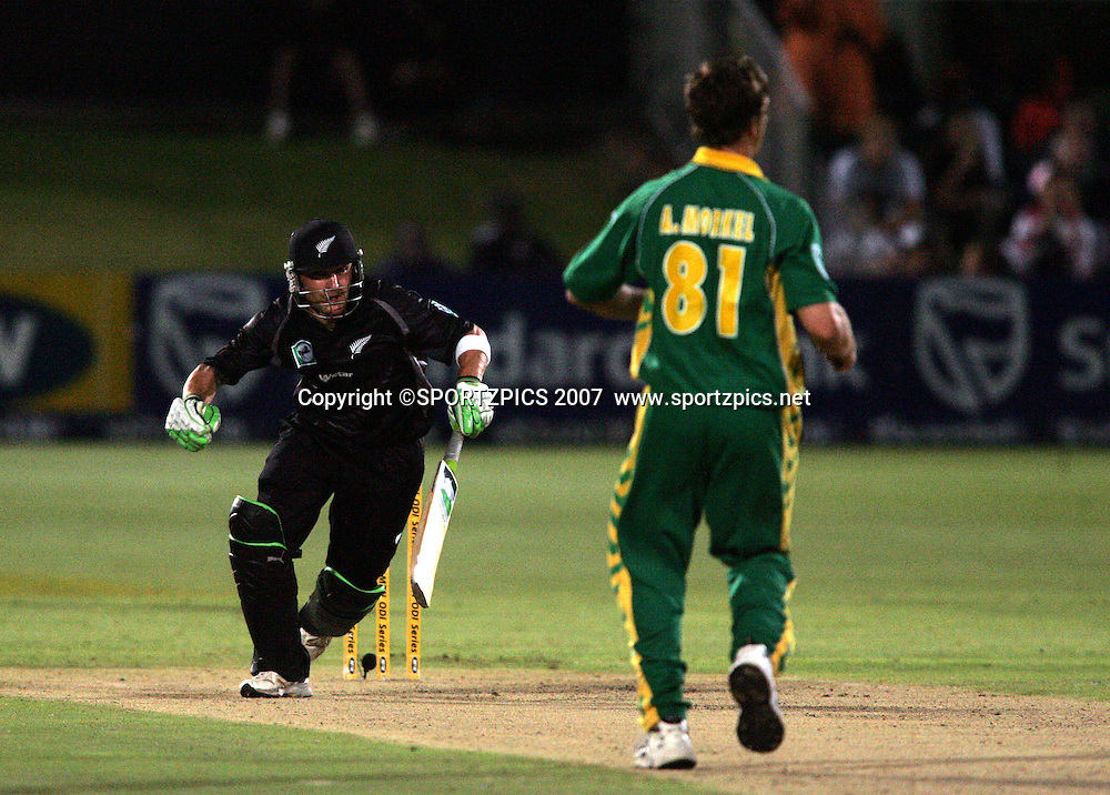 Brendon McCullam sets off for another run during the 2nd ODI, South Africa v New Zealand, 30 November 2007 held at St Georges Park, Port Elizabeth, South Africa. <br />