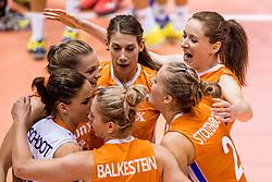 24-08-2017 NED: World Qualifications Netherlands - Czech Republic, Rotterdam<br /> De Nederlandse volleybalsters hebben op het WK-kwalificatietoernooi ook hun derde duel gewonnen. Oranje versloeg in het Topsportcentrum in Rotterdam Tsjechi&euml; in drie sets: 25-18, 25-22 en 25-18. Vreugde bij Nederland met Lonneke Sloetjes #10 of Netherlands, Yvon Belien #3 of Netherlands, Robin de Kruijf #5 of Netherlands