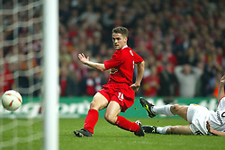CARDIFF, WALES - Sunday, March 2, 2003: Liverpool's Michael Owen scores the second goal against Manchester United during the Football League Cup Final at the Millennium Stadium. (Pic by David Rawcliffe/Propaganda)