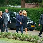 NLD/Huizen/20180818 - uitvaart Bert Verwelius, Rene Froger en partner Natasja Kunst