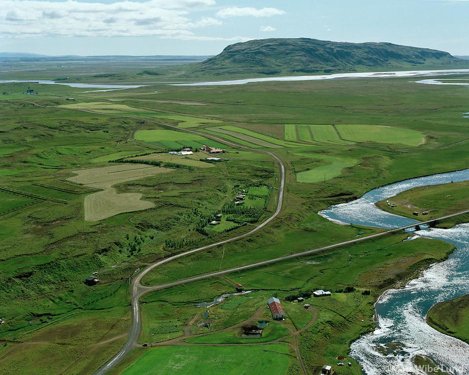 Spóastaðir og Skálholt, Biskupstungnahreppur, Brúará fremst en Hvítá  og Vörðufell í bakgrunni..Spoastadir and Skalholt, Biskupstungnahreppur. Vordufell in background.