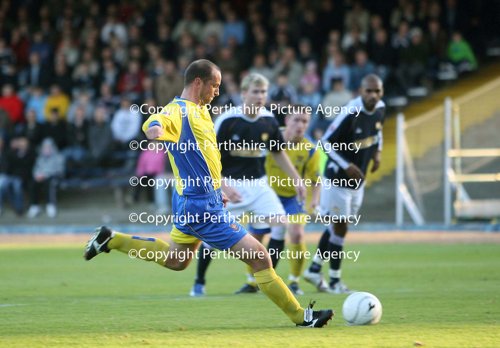 Dundee v St Johnstone....03.11.07<br /> Paul Sheerin fires home the penalty after handball by Gary McKenzie<br /> Picture by Graeme Hart.<br /> Copyright Perthshire Picture Agency<br /> Tel: 01738 623350  Mobile: 07990 594431