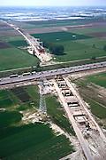Nederland, Zuid - Holland, Zoetermeer, 17/05/2002; kruising van de HSL (in aanleg) met autosnelweg A 20 (emt filevorming!) ; kassen gebied Bleiswijk aan de horizon; de HSL zal de bestaande infrastructuur (inclusief  spoorlijn Den Haag - Gouda)  op kolommen kruisen; verkeer en vervoer, infrastructuur, bouwen, spoor, rail, TGV planologie ruimtelijke ordening, landschap tuinbouw;<br /> luchtfoto (toeslag), aerial photo (additional fee)<br /> foto /photo Siebe Swart