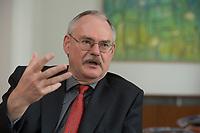 08 MAY 2012, BERLIN/GERMANY:<br /> Prof. Dr. Gert G. Wagner, Vorstandsvorsitzender DIW Berlin, waehrend einem Interview, in seinem Buero, Deutsches Institut für Wirtschaftsforschung e.V. <br /> IMAGE: 20120508-02-010<br /> KEYWORDS: Gerd Wagner