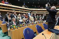Nederland. Den Haag, 17 juni 2010.<br /> Installatie nieuwe Kamerleden, eerste bijeenkomst tweede kamer in nieuwe samenstelling na de verkiezingen. de vvd fractie wordt gefotografeerd, de vvd werd de grootste partij met 31 zetels. tweede kamerleden, sp applaus voor agnes kant. politiek, tweede kamer.<br /> rutte, weekers, blok, schippers, nicolai, van beek, de krom, aptroot<br /> Foto Martijn Beekman