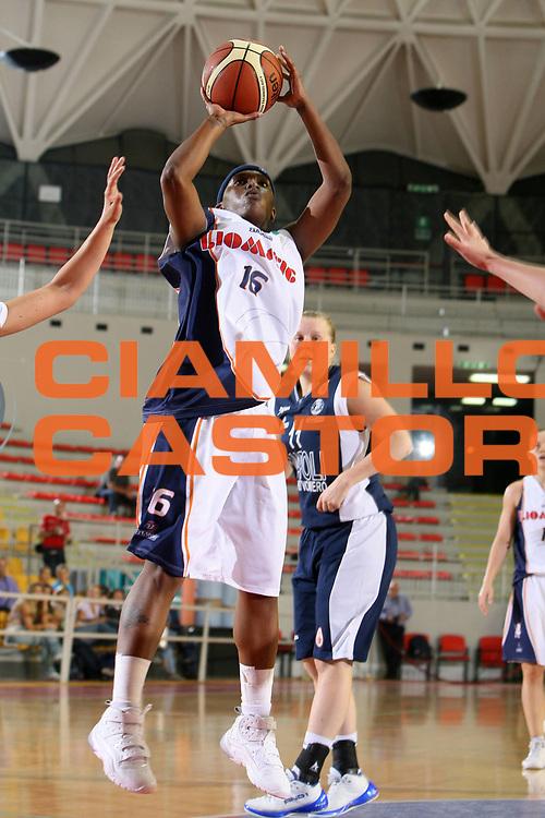 DESCRIZIONE : Roma Lega A1 Femminile 2008-09 Prima giornata Campionato Liomatic Umbertide Napoli Basket Vomero<br /> GIOCATORE : Doneeka Hodges<br /> SQUADRA : Liomatic Umbertide<br /> EVENTO : Campionato Lega A1 Femminile 2008-2009 <br /> GARA : Liomatic Umbertide Napoli Basket Vomero<br /> DATA : 12/10/2008 <br /> CATEGORIA : tiro<br /> SPORT : Pallacanestro <br /> AUTORE : Agenzia Ciamillo-Castoria/E.Castoria<br /> Galleria : Lega Basket Femminile 2008-2009 <br /> Fotonotizia : Roma Lega A1 Femminile 2008-09 Prima giornata Campionato Liomatic Umbertide Napoli Basket Vomero<br /> Predefinita :