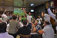 Bruxelles,17/06/2014: tifosi algerini festeggiano durante i mondiali di calcio, Molenbeek - Algerian supporters celebrate during world football champion ship