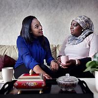 Nederland, Amsterdam , 27 maart 2014.<br /> Omaima El Tahir is genomineerd voor de ECHO Award (Expertisecentrum Allochtonen Hoger Onderwijs Award)<br /> Op de foto: Omaima geeft uitleg omtrent drukverband aanleggen tijdens een cursus EHBO aan 2e? jaarsstudenten.<br /> Op de foto: Omaima bij haar moeder,haar steun en toeverlaat in Purmerend.