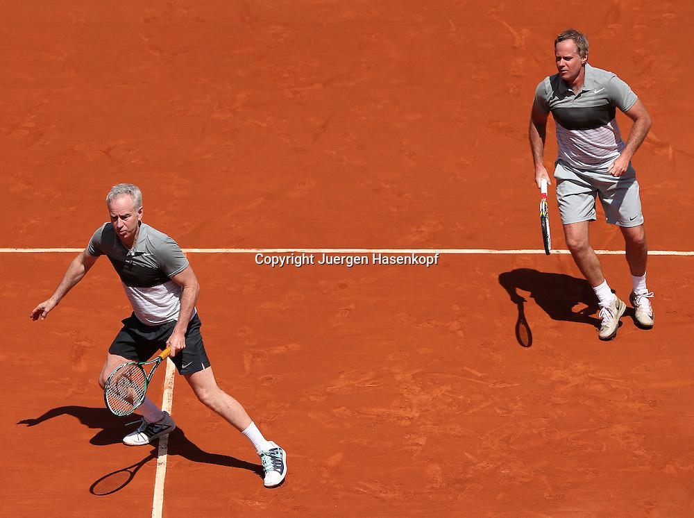 French Open 2014, Roland Garros,Paris,ITF Grand Slam Tennis Tournament,Tennis Legenden Spiel,Doppel,<br /> L-R.John McEnroe und Bruder Patrick (beide USA),Aktion,<br /> Ganzkoerper,Querformat,von oben,