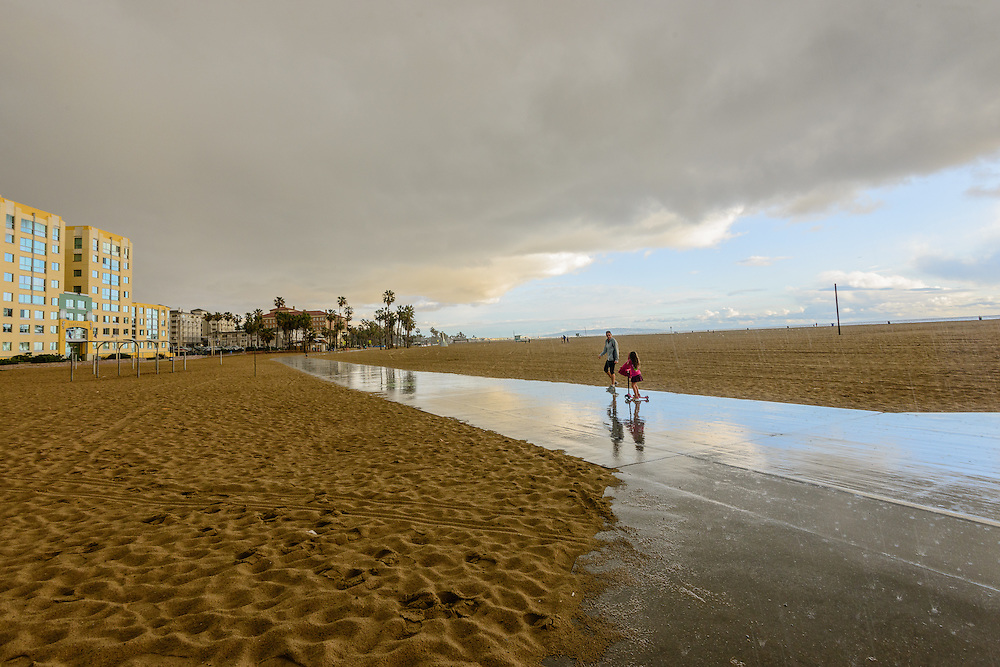 Santa Monica in the Rain, Mother and Daugther, Santa Monica, California