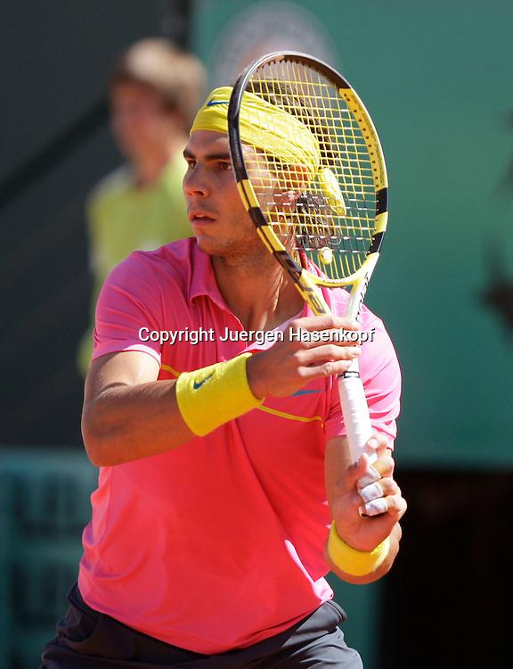 French Open 2009, Roland Garros, Paris, Frankreich,Sport, Tennis, ITF Grand Slam Tournament, .Rafael Nadal (ESP) spielt eine Vorhand,forehand,action..Foto: Juergen Hasenkopf..