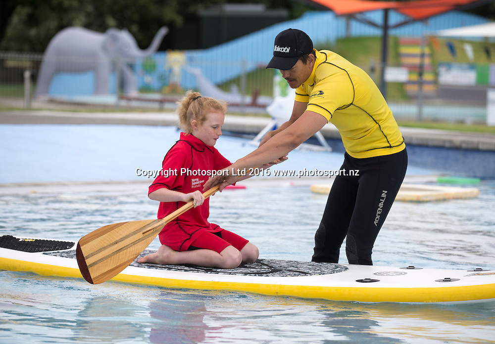 Stevie Durston, 8 tries SUP in the pool with Seaton Rolleston. Flight Centre Foundation Halberg Water Sports Day, Waikanae Beach, Gisborne, New Zealand. Saturday, 26 November, 2016. Copyright photo: John Cowpland / www.photosport.nz