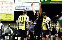 Håndball: 26.11.2000 Hildesheim, Deutschland,<br />1.Handball Bundesliga, Eintacht Hildesheim gegen TBV Lemgo, Roger Kvannli von Eintracht Hildesheim jubelt nach seinem Tor zum 9:8 gegenTBV Lemgo.<br /><br />Foto: Digitalsport