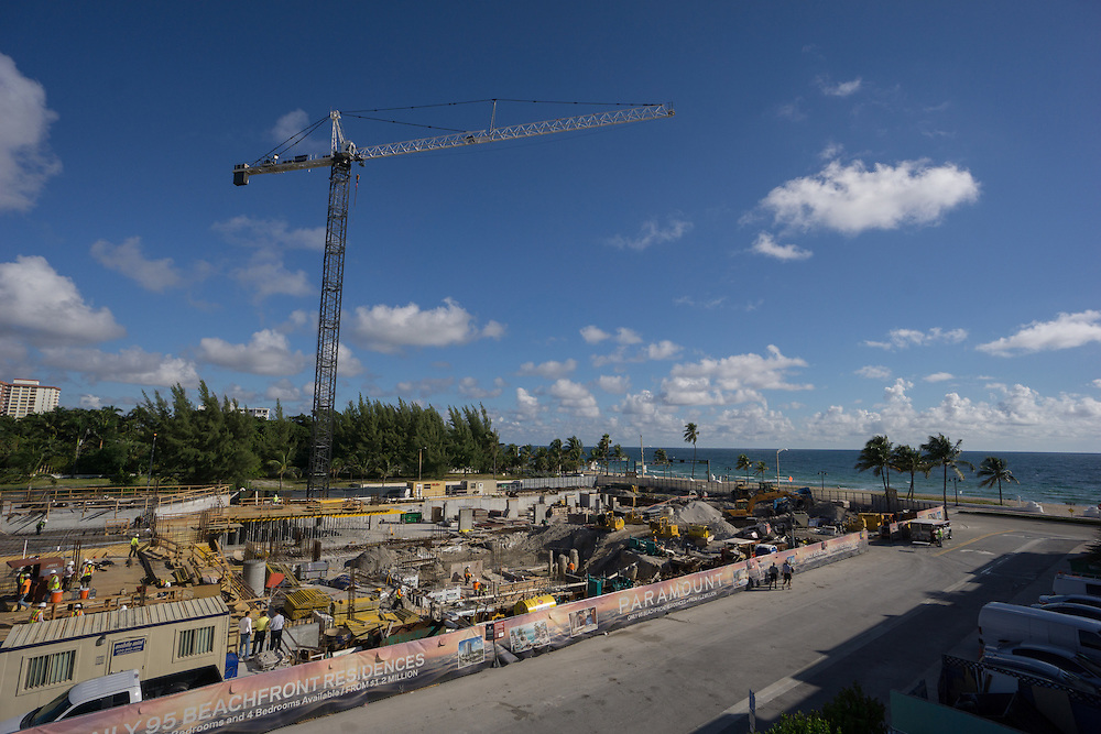 FORT LAUDERDALE,  FLORIDA--- NOVEMBER 3, 2015: <br /> Cranes and construction equipment on the site of the now under construction Paramount Fort Lauderdale Beach. The 18 story tower will be home to 95 luxury units starting at $1.2 million. The project is scheduled to be complete in late 2016 or early 2017. (Photo by Angel Valentin)