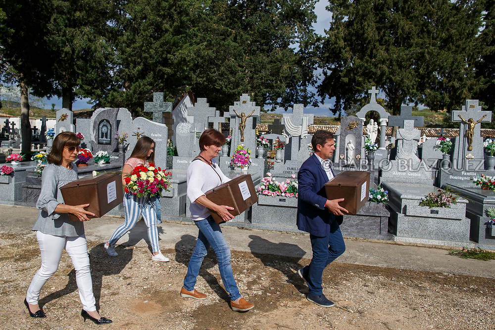 19/05/2018. People carry boxes containing the remains of Tomas or Manuel Escamilla Rebollo and Angel Vinas Diaz who were assassinated by dictator Francisco Franco's forces during their burial at the cemetery on May 19, 2018 in Sacedon, Guadalajara province, Spain. General Franco's forces killed Timoteo Mendieta and other people between 1939 and 1940 after Spain's Civil War and buried them in mass graves in Guadalajara's cemetery. Argentinian judge Maria Servini used the international human rights law and ordered the exhumation and investigation of Mendieta's mass grave. The exhumation was carried out by Association for the Recovery of Historical Memory (ARMH) recovering 50 bodies from 2 mass graves and identified 24 of them. Spain's Civil War took the lives of thousands of people on both sides, but Franco continued his executions after the war has finished. Spanish governments has never done anything to help the victims of the Civil War and Franco's dictatorship while there are still thousands of people missing in mass graves around the country. (© Pablo Blazquez)