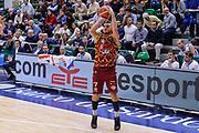 DESCRIZIONE : Campionato 2015/16 Serie A Beko Dinamo Banco di Sardegna Sassari - Umana Reyer Venezia<br /> GIOCATORE : Stefano Tonut<br /> CATEGORIA : Tiro Tre Punti Three Point<br /> SQUADRA : Umana Reyer Venezia<br /> EVENTO : LegaBasket Serie A Beko 2015/2016<br /> GARA : Dinamo Banco di Sardegna Sassari - Umana Reyer Venezia<br /> DATA : 01/11/2015<br /> SPORT : Pallacanestro <br /> AUTORE : Agenzia Ciamillo-Castoria/L.Canu