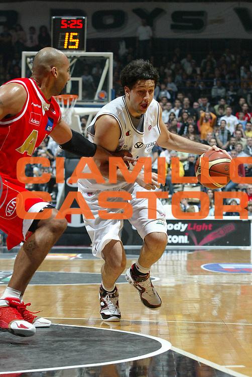 DESCRIZIONE : Bologna Lega A1 2006-07 VidiVici Virtus Bologna Armani Jeans Milano<br /> GIOCATORE : Giovannoni<br /> SQUADRA : VidiVici Virtus Bologna<br /> EVENTO : Campionato Lega A1 2006-2007 <br /> GARA : VidiVici Virtus Bologna Armani Jeans Milano<br /> DATA : 03/12/2006 <br /> CATEGORIA : penetrazione<br /> SPORT : Pallacanestro <br /> AUTORE : Agenzia Ciamillo-Castoria/G.Livaldi<br /> Galleria : Lega Basket A1 2006-2007 <br /> Fotonotizia : Bologna Campionato Italiano Lega A1 2006-2007 VidiVici Virtus Bologna Armani Jeans Milano<br /> Predefinita :