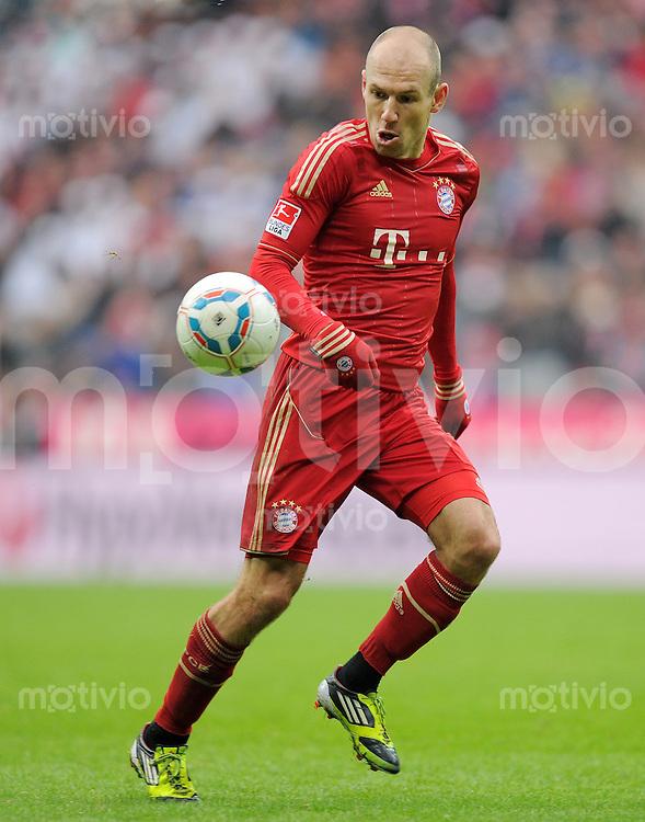 FUSSBALL   1. BUNDESLIGA  SAISON 2011/2012   23. Spieltag  26.02.2012 FC Bayern Muenchen - FC Schalke 04        Arjen Robben (FC Bayern Muenchen)  mit Ball