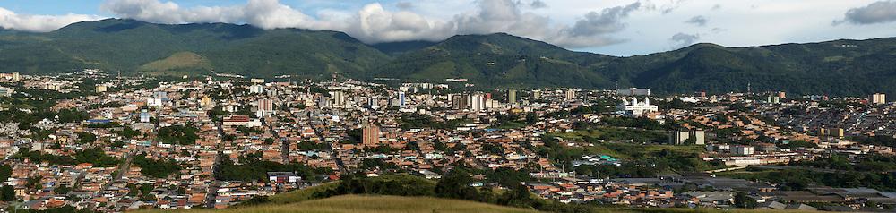 Vista panoramica de la ciudad de San Cristobal en el estado Tachira.  Panoramic view of San Cristobal, Tachira. (Ramon Lepage/ Orinoquiaphoto)