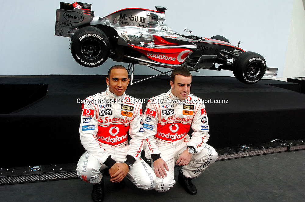 15th January: McLaren Mercedes drivers Lewis Hamilton and Fernando Alonso at the presentation of the 2007 Formula 1 car the MP4-22 at the Ciutat de Les Arts in Valencia, Spain.-  Formel 1 Teamvorstellung PHOTO: © ATP GLENN CAMPBELL