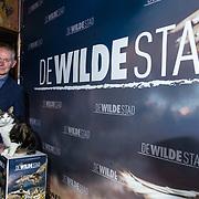 NLD/Amsterdam/20180226 - Premiere De wilde stad, producent Ignas van Schaick met de kat Abutu