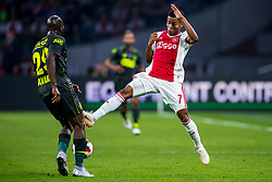 14-08-2018 NED: Champions League AFC Ajax - Standard de Liege, Amsterdam<br /> Third Qualifying Round,  3-0 victory Ajax during the UEFA Champions League match between Ajax v Standard Luik at the Johan Cruijff Arena / David Neres #7 of Ajax, Luis Pedro Cavanda #29 of Standard Liege