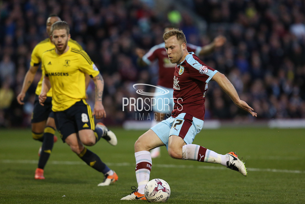 Scott Arfield of Burnley fires off a shot during the Sky Bet Championship match between Burnley and Middlesbrough at Turf Moor, Burnley, England on 19 April 2016. Photo by Simon Brady.