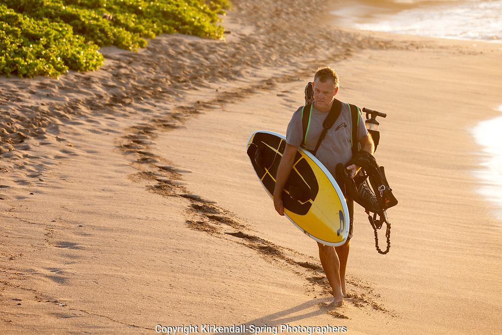 HI00425-00...HAWAI'I -Kite surfer along the Kona Coast at Anaeho'omalu Bay on the island of Hawai'i.