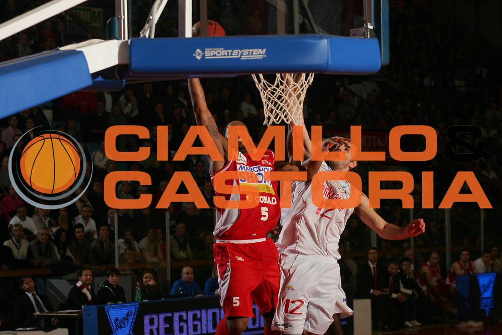 DESCRIZIONE : Reggio Emilia Campionato Lega Basket A2 2011-12  Trenkwalder Reggio Emilia  Marcopoloshop.it Forlì<br /> GIOCATORE : Jr Tony Bernard Easley<br /> SQUADRA :   Marcopoloshop.it Forlì<br /> EVENTO : Campionato Lega Basket A2 2011-2012<br /> GARA : Trenkwalder Reggio Emilia  Marcopoloshop.it Forlì<br /> DATA : 08/01/2012 <br /> CATEGORIA : schiacciata<br /> SPORT : Pallacanestro <br /> AUTORE : Agenzia Ciamillo-Castoria/FotoStudio13<br /> Galleria : Lega Basket A2 2011-2012 <br /> Fotonotizia : Reggio Emilia Campionato Lega Basket A2 2011-12  Trenkwalder Reggio Emilia  Marcopoloshop.it Forlì<br /> Predefinita :