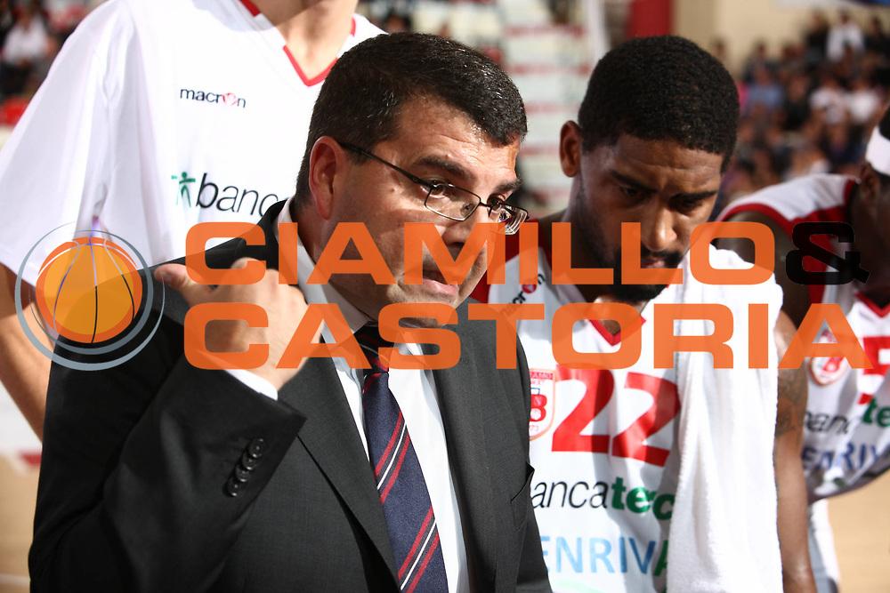 DESCRIZIONE : Teramo Lega A 2011-12 Banca Tercas Teramo Sidigas Avellino  <br /> GIOCATORE : alessandro ramagli<br /> CATEGORIA :  time out<br /> SQUADRA : Banca Tercas Teramo Sidigas Avellino<br /> EVENTO : Campionato Lega A 2011-2012<br /> GARA : Banca Tercas Teramo Sidigas Avellino <br /> DATA : 30/10/2011<br /> SPORT : Pallacanestro<br /> AUTORE : Agenzia Ciamillo-Castoria/M.Carrelli<br /> Galleria : Lega Basket A 2011-2012<br /> Fotonotizia :  Teramo Lega A 2011-12 Banca Tercas Teramo Sidigas Avellino  <br /> Predefinita :