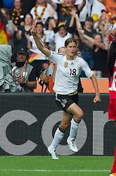 26.06.2011, Olympiastadion Berlin, Berlin, GER, FIFA Women's Worldcup 2011, Gruppe A,  Deutschland (GER) vs. Canada (CAN), im Bild 1:0 durch Merstin Garefrekes (GER #18, Frankfurt)  // during the FIFA Women's Worldcup 2011, Pool A, Germany vs Canada on 2011/06/26, Olympiastadion, Berlin, Germany.   EXPA Pictures © 2011, PhotoCredit: EXPA/ nph/  Kokenge       ****** out of GER / SWE / CRO  / BEL ******