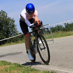11-07-2015: Wielrennen: Giro Rosa 2015: Pisano v NebbiunoAnna van der Breggen heeft op de voorlaatste dag van de Giro Rosa de macht gegrepen in deze Italiaanse vrouwenronde. De Nederlands kampioene tijdrijden won de voorlaatste etappe, een tijdrit over geaccidenteerd terrein.De renster van Rabo-Liv wist 1 minuut 3 te veroveren op Megan Guarnier, die de leiding verloor en nu driekwart minuut achterstand heeft.  De Giro Rosa eindigt zondag.