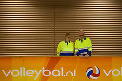20-02-2015 NED: Landstede Volleybal - Peelpush, Almere<br /> Landstede verslaat in de halve finale Peelpush met 3-0 / EHBO bekijf de halve finale