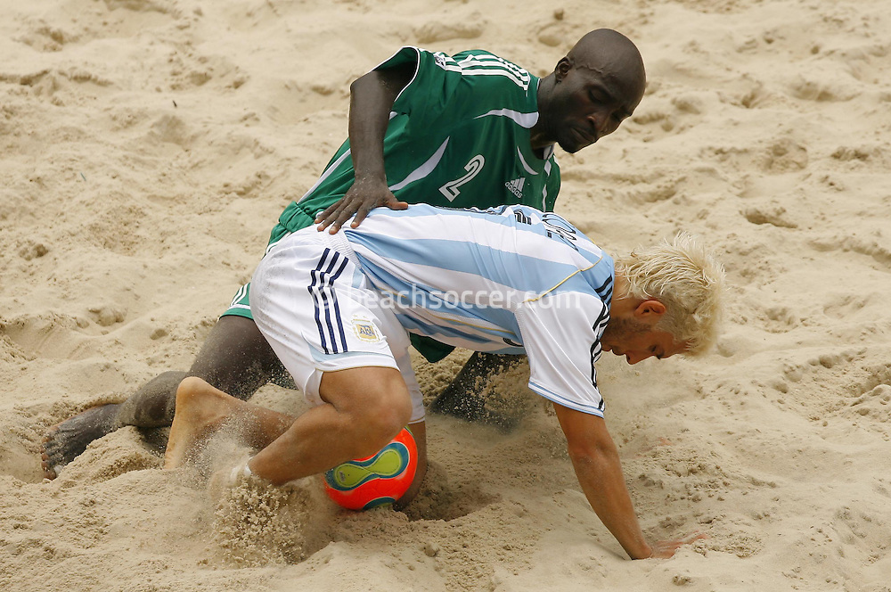 Football-FIFA Beach Soccer World Cup 2006 - Group D-Argentina - Nigeria, Beachsoccer World Cup 2006. Argentina's Rodrigo Lopez and Nigeria`s Olawale- Rio de Janeiro - Brazil 02/11/2006<br /> Mandatory credit: FIFA/ Manuel Queimadelos