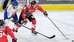 12.04.2018, Tiroler Wasserkraft Arena, Innsbruck, AUT, Eishockey Testspiel, Österreich vs Italien, während dem Eishockey Testspiel Österreich vs Italien am Donnerstag, 12. April 2018 in Innsbruck, im Bild v.l.: Alex Trivellato (ITA) und Daniel Woger (AUT) // during the International Icehockey Friendly match between Austria and Italy at the Tiroler Wasserkraft Arena in Innsbruck, Austria on 2018/04/12. EXPA Pictures © 2018, PhotoCredit: EXPA/ Jakob Gruber