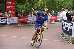 London, UK. 4 August, 2019. Riders from the Prudential RideLondon-Surrey 100 and 46 events approach the Mall on their way to the finish for both events. Both events take place on traffic-free roads in London and Surrey, with the 100 event featuring leg-testing climbs on a route made famous by the London 2012 Olympics.