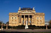 Deutschland Germany Hessen.Hessen, Wiesbaden.Hessisches Staatstheater mit Schiller Denkmal., State Theatre with Schiller Memorial...