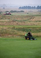SANDWICH (GB) - Greenkeeper aan het werk. The Prince's Golf Club. COPYRIGHT KOEN SUYK