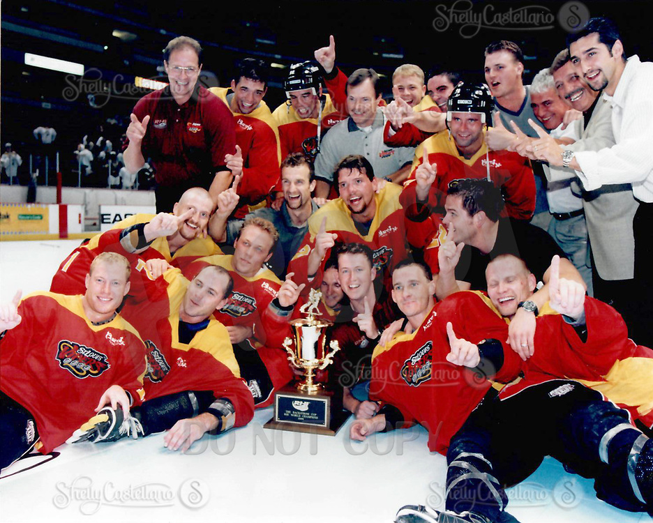 22 August 1999 RHI St. Louis Vipers beat the Anaheim Bullfrogs 8-6 at the Arrowhead Pond in Anaheim for the Championship.  &copy;ShellyCastellano  <br /> Roll 4 frame 25 color negative