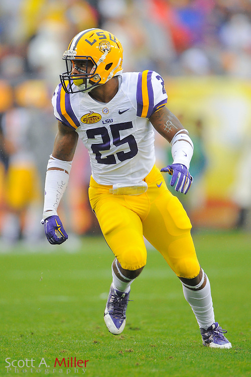 LSU Tigers linebacker Kwon Alexander (25) the Tigers 21-14 win over the Iowa Hawkeyes in the 2014 Outback Bowl at Raymond James Stadium January 1, 2014 in Tampa, Florida.       <br /> &copy; 2014 Scott A. Miller