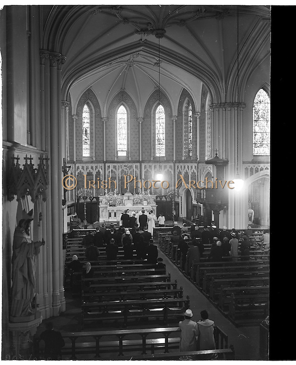 18/02/1957<br /> 02/18/1957<br /> 18 February 1957<br /> Wedding Dr K. Murphy and J. Fitzgerald at St. Mary's Church, Haddington Road and reception at Salthill Hotel, Monkstown. View of ceremony in the church.