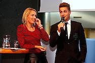 01-09-2015 VOETBAL:SPELERSPRESENTATIE WILLEM II:INTERPOLIS:TILBURG<br /> <br /> Helene Hendriks en Jordens Peters van Willem II <br /> <br /> Foto: Geert van Erven