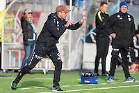 1. divisjon fotball 2015: Hødd - Fredrikstad. Hødds trener Sindre Eid dirigerer laget i førstedivisjonskampen mellom Hødd og Fredrikstad på Høddvoll.
