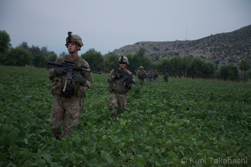 The U.S army soldiers of Viper Company of the 1-26 Infantry patrol in Sabari district of Khost, eastern Afghanistan on Aug 10, 2011.(Photo by Kuni Takahashi)
