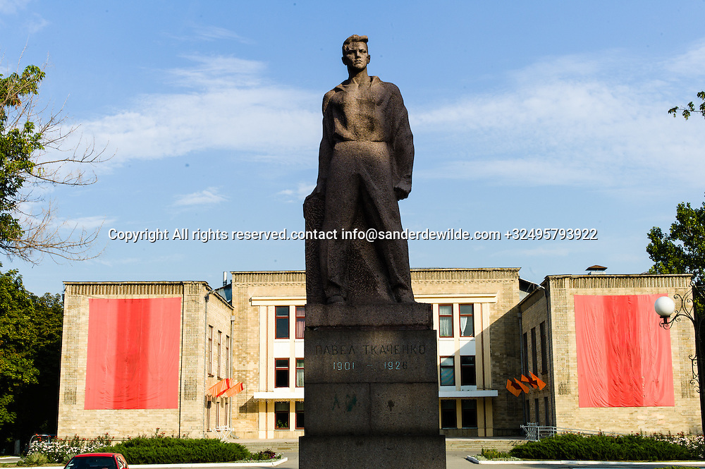 20150826 Bendery, Bender, Transnistria, Moldova.A soviet theatre with a statue of Pavel Tcacenco or Tkachenko 1901 – 1926 was a Russian-born Romanian communist activist, a leading member of the communist movements of Bessarabia and Romania in the 1920s.