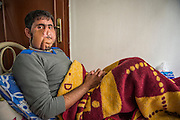 Yussed Al Hussein, 30, member of the Al-Tawhid Brigade, in an improvised hospital in Gaziantep, Turkey. In January 2013, he got hit in Aleppo, he had his face teared apart, he doesn't have a jaw anymore and he breathes from his neck. A proper plastic surgery would costs 250.000 Dollars. His face was restructured by pieces of his arms and legs. He can only eat baby food. He's married and has five children. He fought for three years with the Al-Tawhid Brigade. He doesn't have a passport so he can't go to Europe for surgery and he's on the terror list of four different intelligence agencies.  <br /> <br /> YUSSEF AL HUSSEIN, 30 ANS, MEMBRE FSA (BRIGADE LIWA AL-TAWHID) DANS UN HOPITAL SECRET A GAZIANTEP EN TURQUIE. IL A EU LE VISAGE ARACHE, N A PLUS DE MACHOIRE, RESPIRE PAR LA GORGE. UNE OPERATION ESTHETIQUE COUTE 250.000 DOLLAR. LE VISAGE A ETE RECONSTITUE PAR DES MORVCEUX DE JAMBE ET BRAS. MAMGE QUE DU BABY FOOD. EST MARIE ET A 5 ENFANTS. JANVIER 2013 : TOUCHE A ALEP. IL A COMBATTU PENDANT 3 ANS DANS AL-TAWHID. SANS PASSEPOR