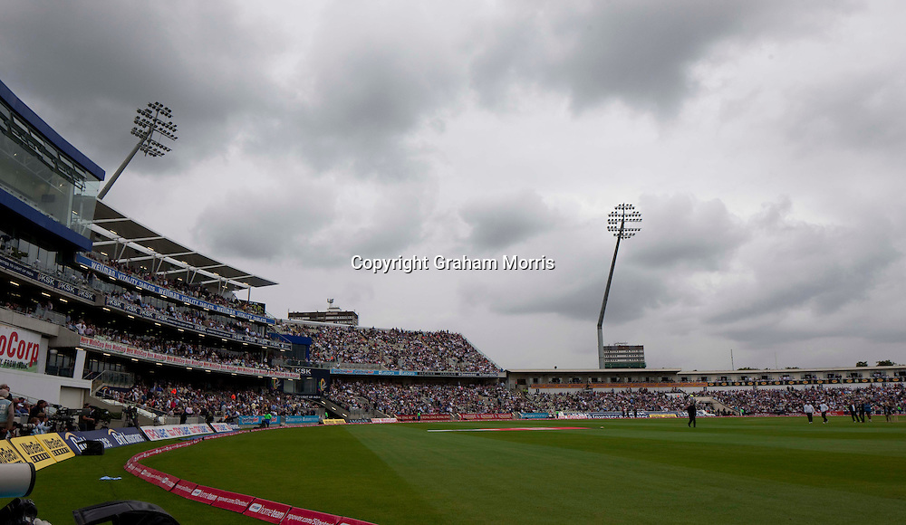 Power cut stops play during the third npower Test Match between England and India at Edgbaston, Birmingham.  Photo: Graham Morris (Tel: +44(0)20 8969 4192 Email: sales@cricketpix.com) 12/08/11